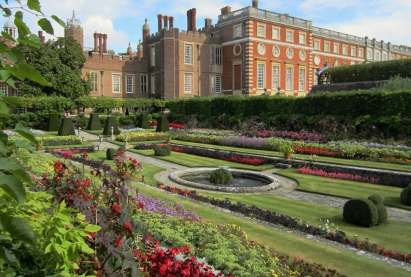 Hampton Court Palace - find